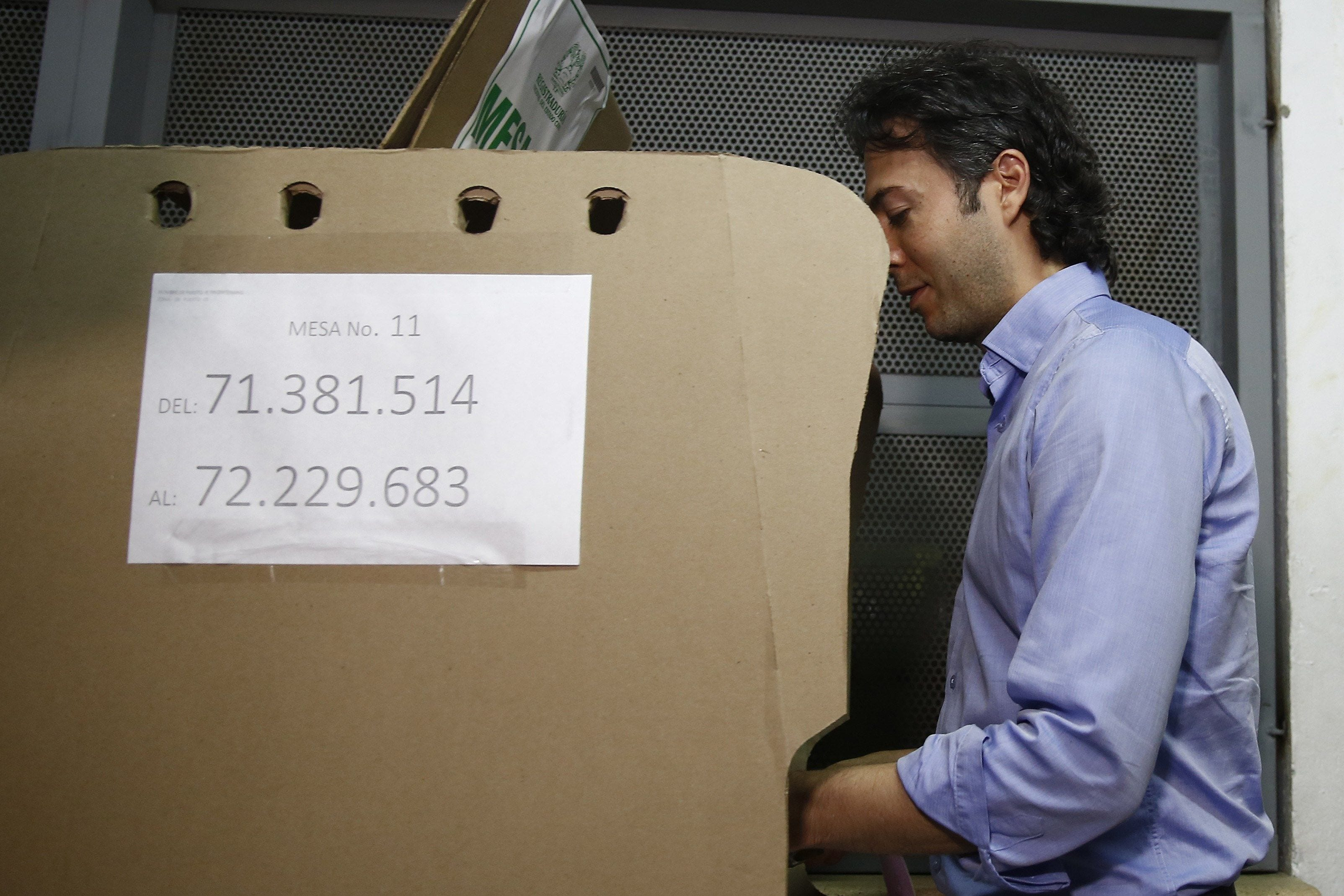 Daniel Quintero votando