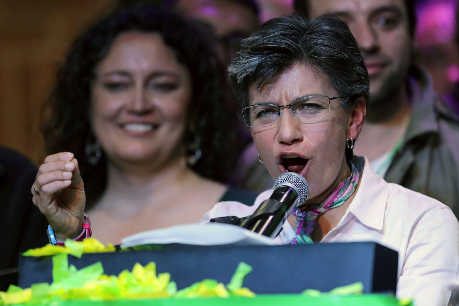 Claudia López celebra el resultado electoral que la deja como la primera mujer alcaldesa de Bogotá. FOTO: Reuters