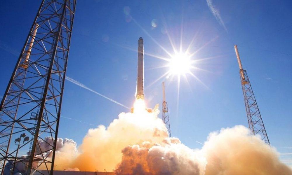SpaceX suma 595 satélites en órbita para internet de alta velocidad -  Forbes Colombia