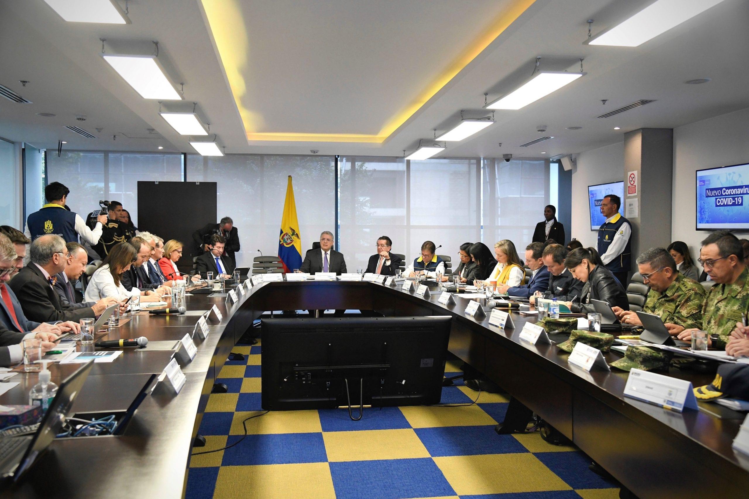 Presidente Duque reunido por emergencia del coronavirus