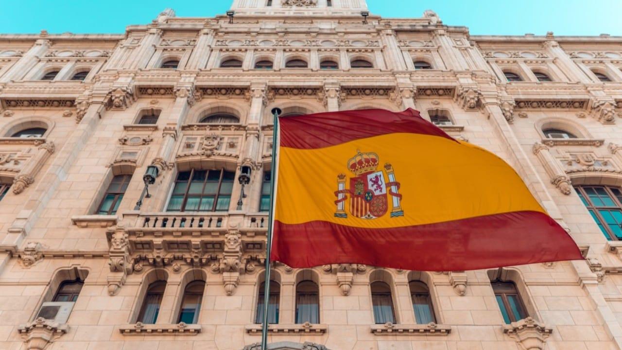 España inicia reactivación de su economía tras baja en muertes por Covid-19  - Forbes Colombia