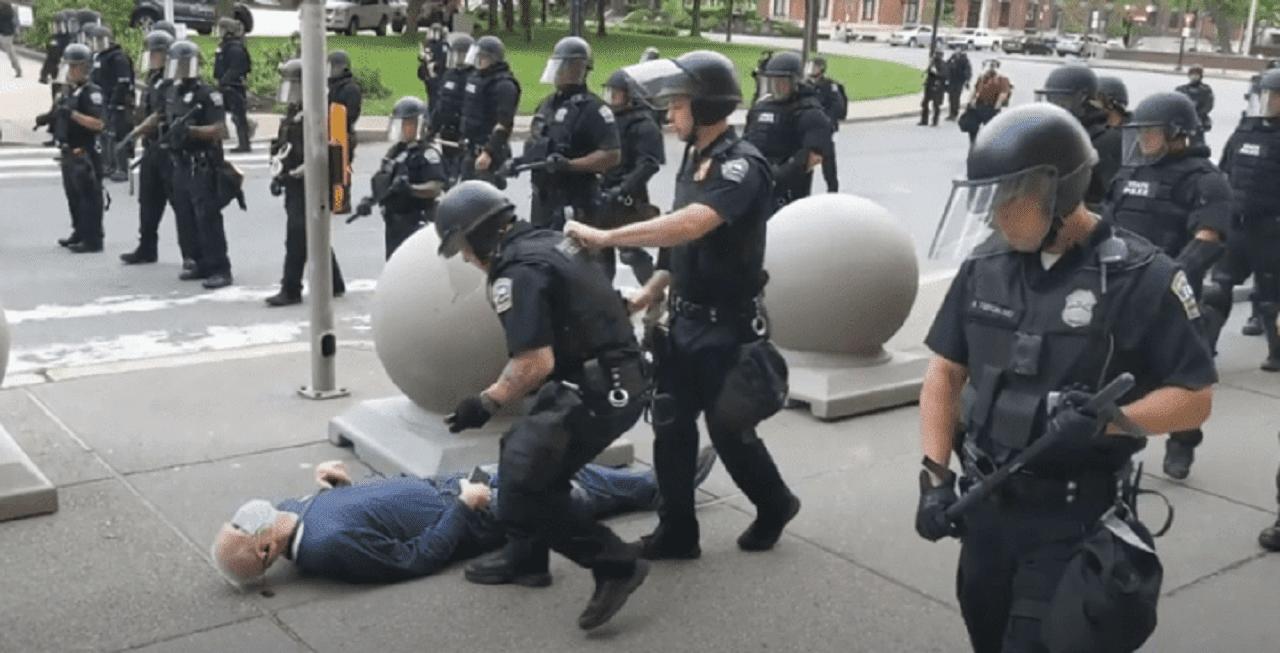 Más de 50 antidisturbios de EE. UU. renuncian tras caso de brutalidad  policial - Forbes Colombia