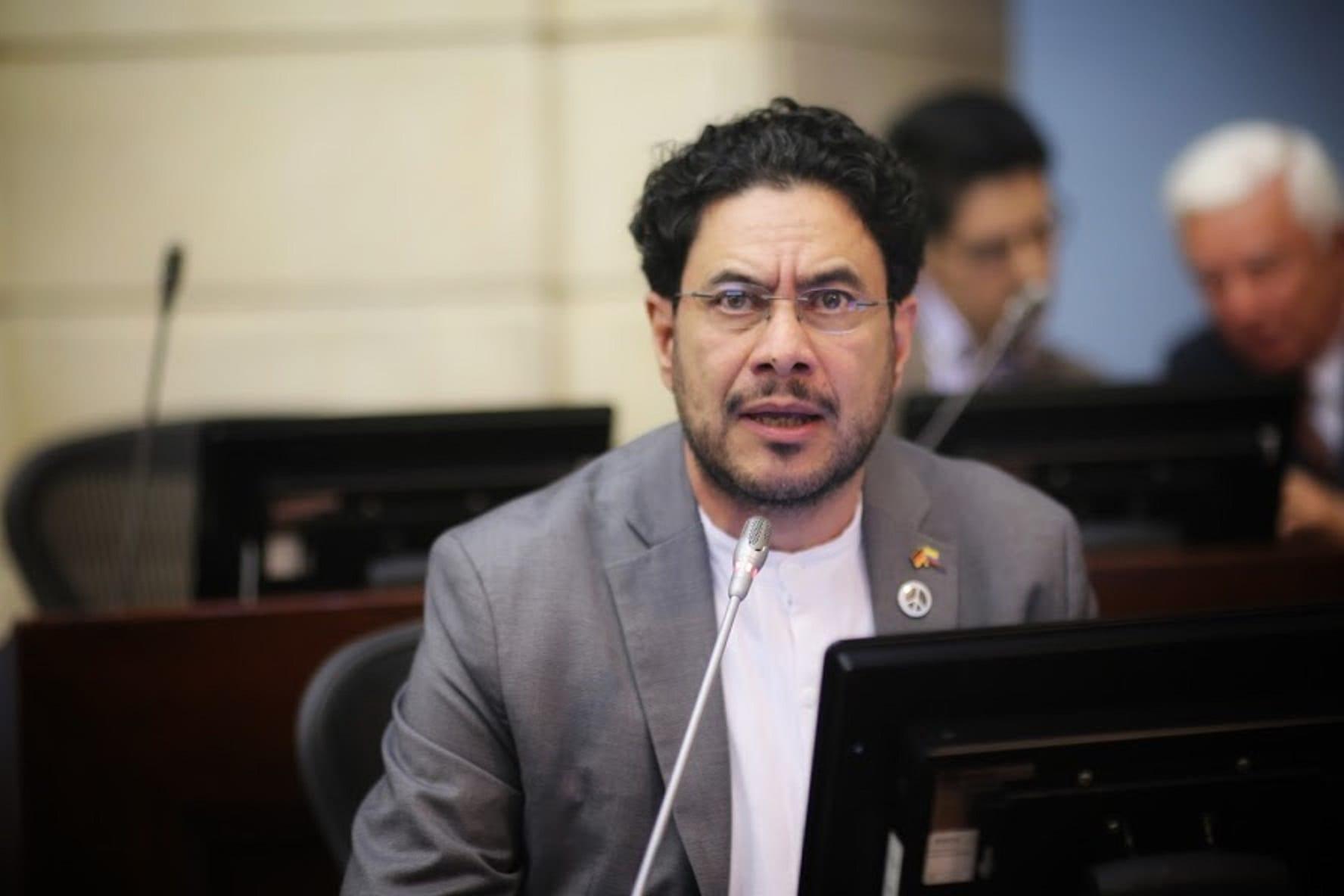 """Es una decisión que nos ayuda a consolidar la democracia en Colombia"""": Iván  Cepeda - Forbes Colombia"""