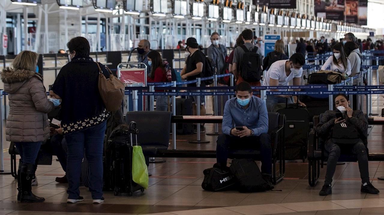 COVID-19: Variante delta llegó a Chile y extienden el cierre de fronteras