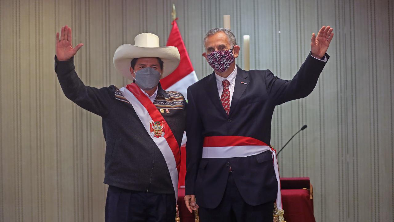 Perú: Castillo define ministro de Economía tras jornada dramática para los mercados