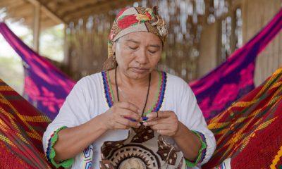 Mujeres artesanas